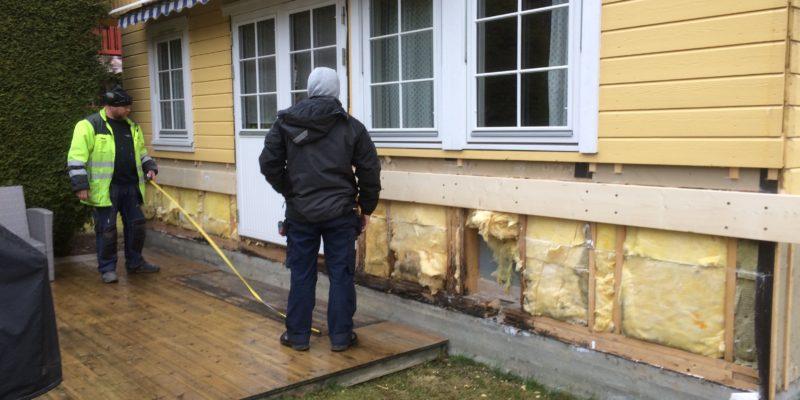 Eksponering av fuktskade i vegg og bunnsvill