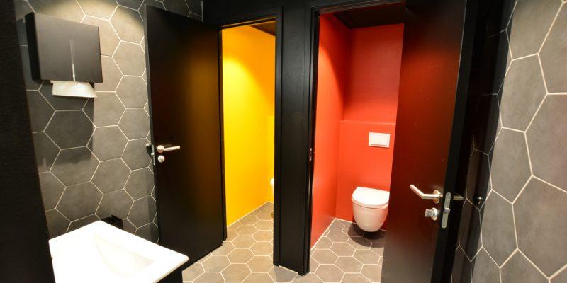 ombygging toalettområde bruk av farger